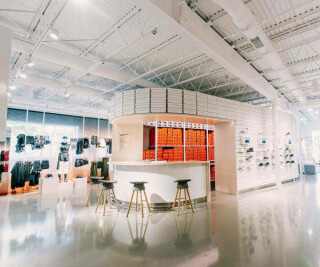 Nike Sneaker-Bar