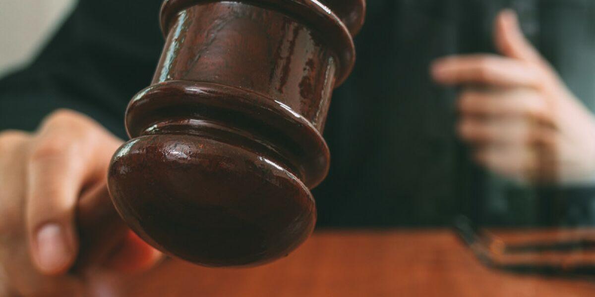 Richter mit Richterhammer