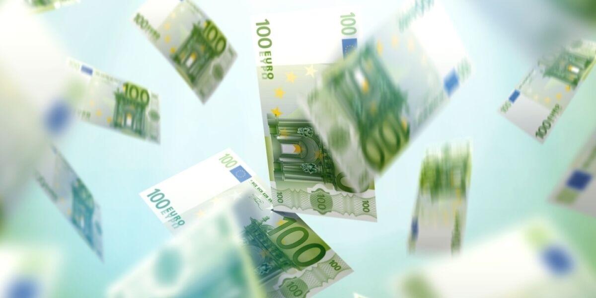 Euroscheine fallen vom Himmel