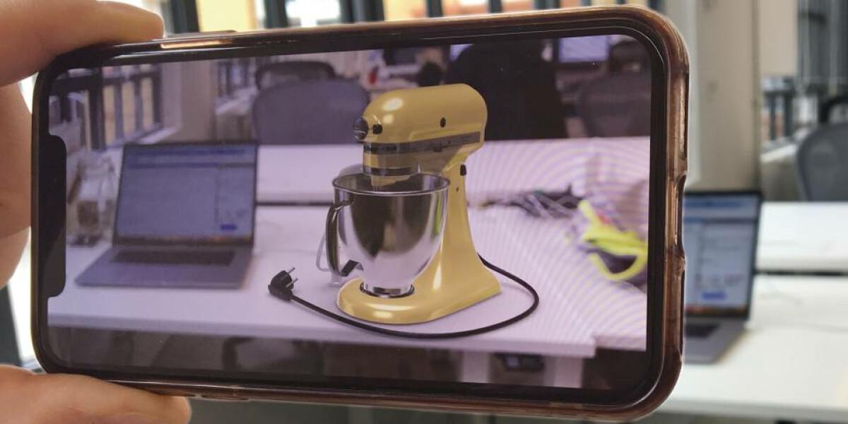 AR Abbildung Küchenmaschine auf Schreibtisch
