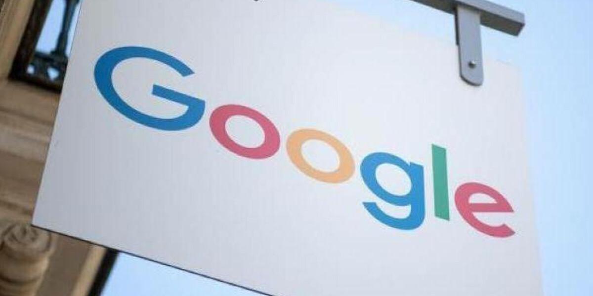 Google-Logo auf Schild