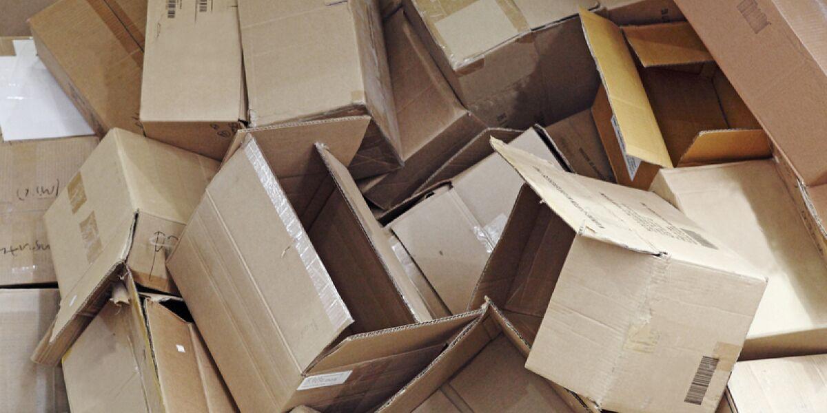 Pakete auf dem Müll