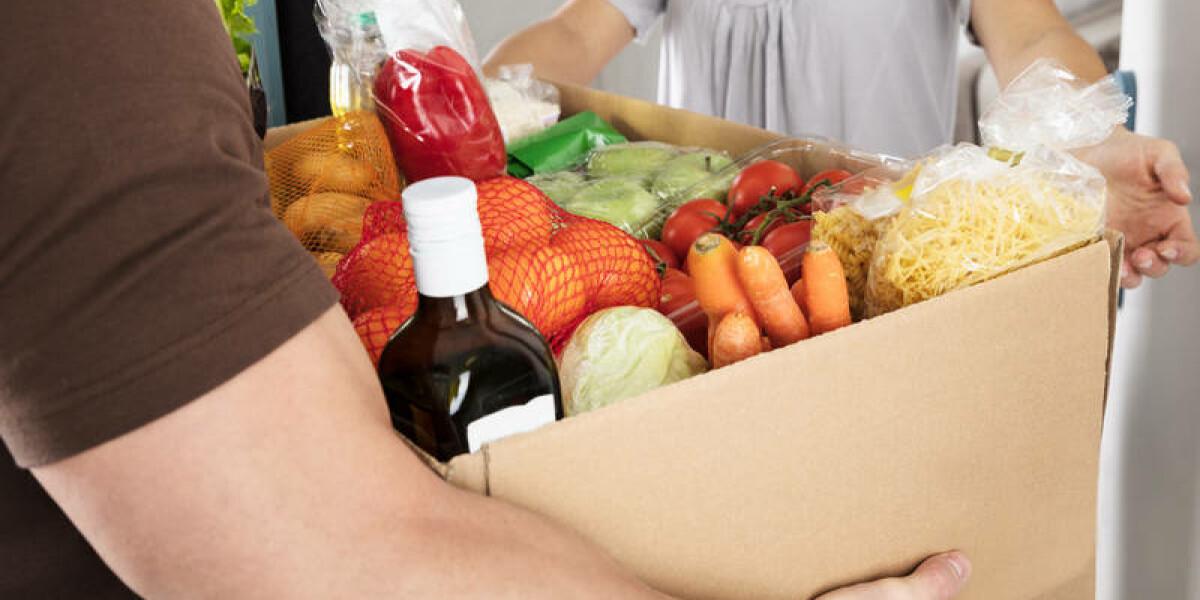 Packet mit Lebensmitteln