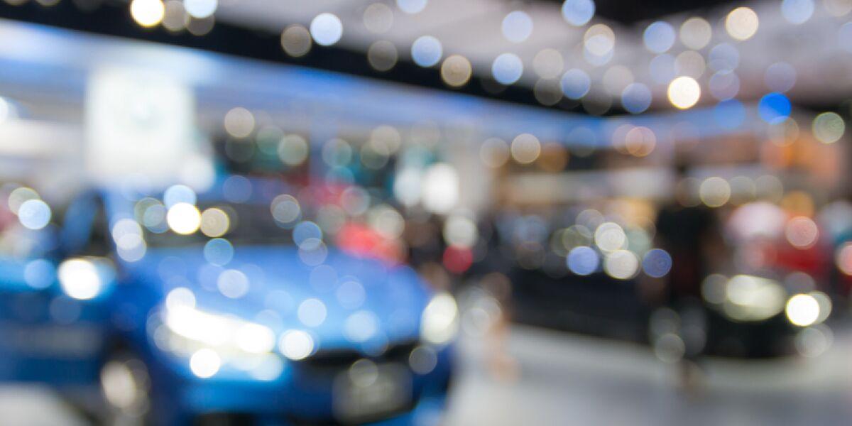 Showroom mit Autos