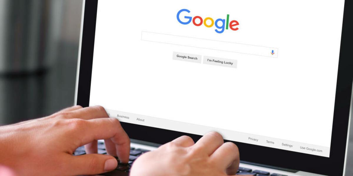 Mensch-nutzt-Suchmaschine