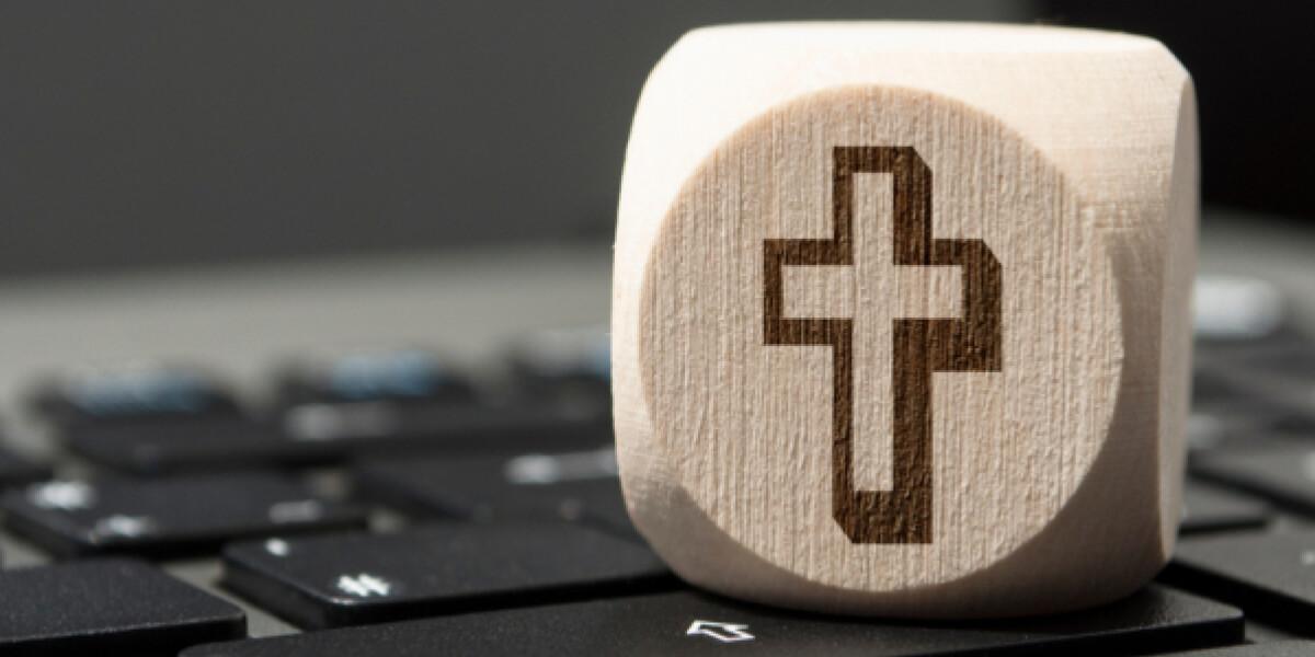 Würfel mit Krez auf einer Tastatur