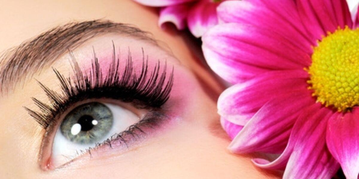 Userinnen wollen Kosmetik online kaufen (Foto: Fotolia.de/Valua Vitaly)