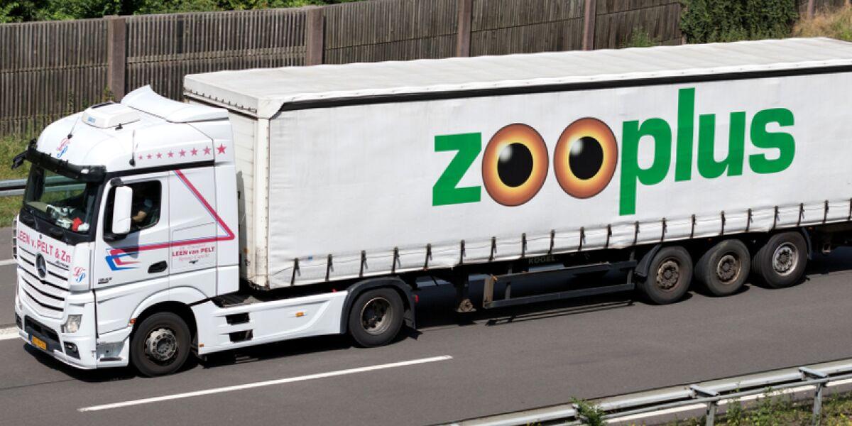 LKW mit Zooplus Logo