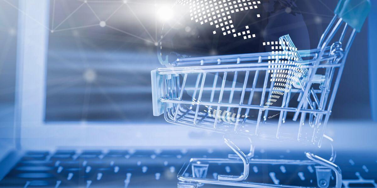 Einkaufswagen mit einer Weltkugel