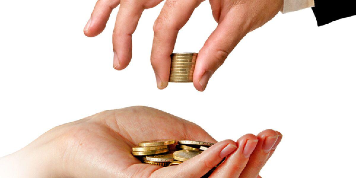 Geldmünzen in der Hand