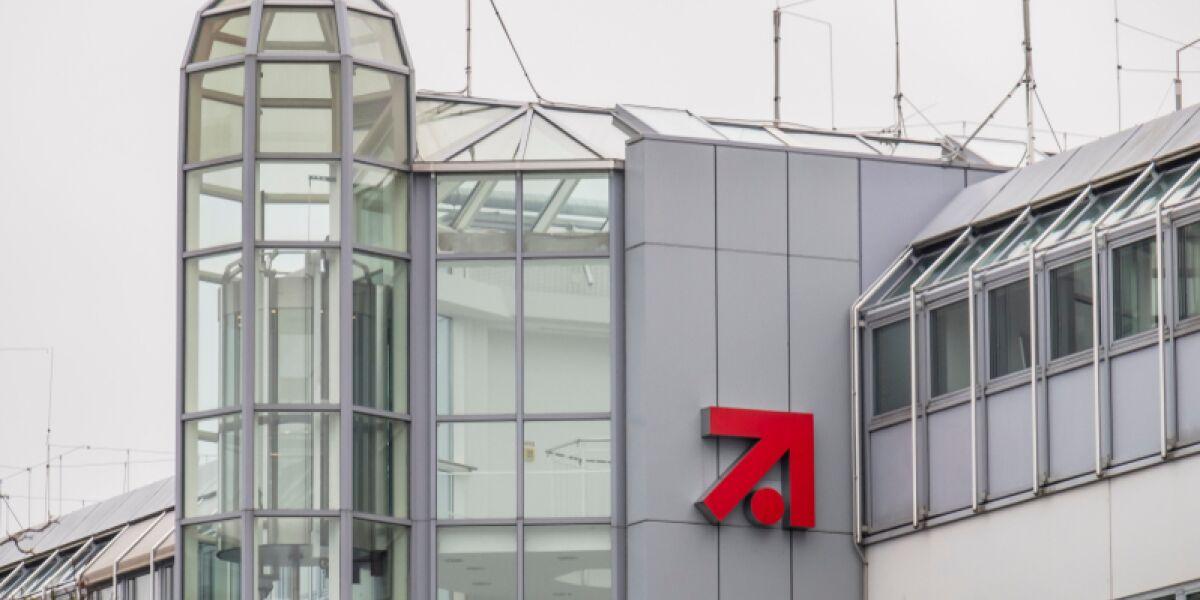 Logo von ProSieben an einem Gebäude