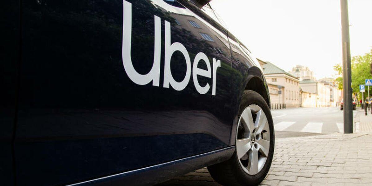 Auto mit Uber Logo