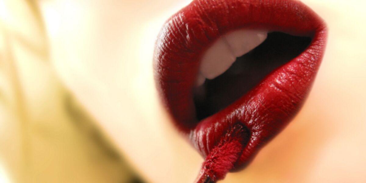 "AGOF Branchenbericht ""Parfum & Kosmetik"" (Foto: istock/intransfer)"