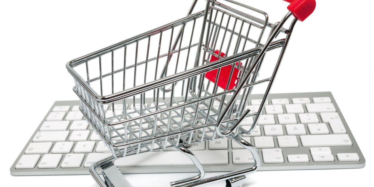 Einkaufswagen auf PC-Tastatur