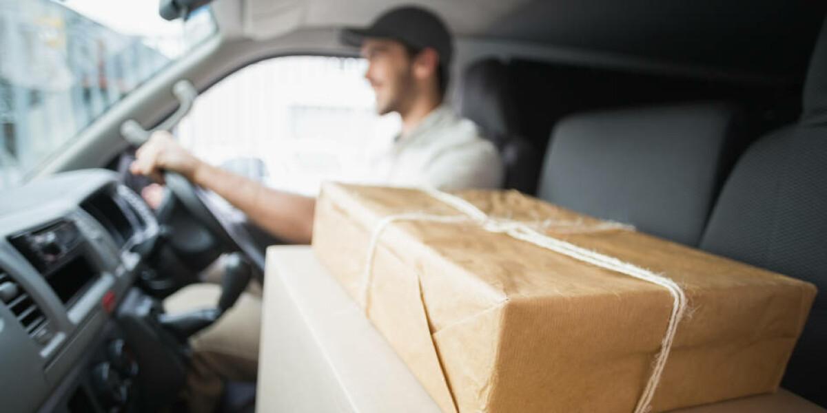 Paketlieferung Paketzustellung Lieferwagen Versand Pakete