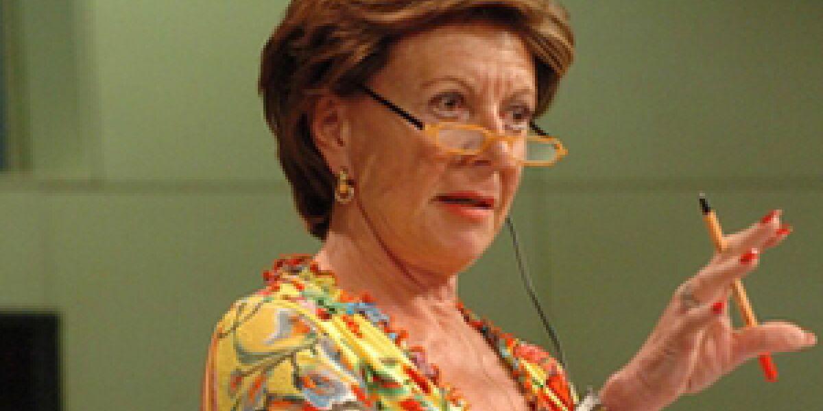 Kommissarin Kroes fordert wirksame Selbstregulierung