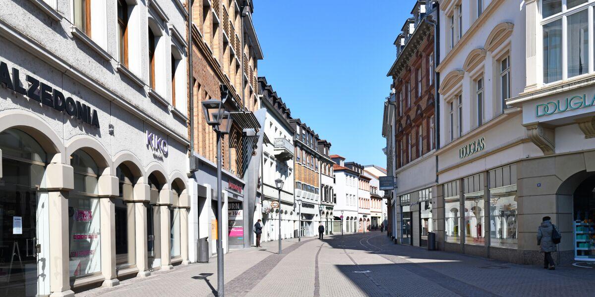 leere Innenstadt, keine Kunden in Geschäften