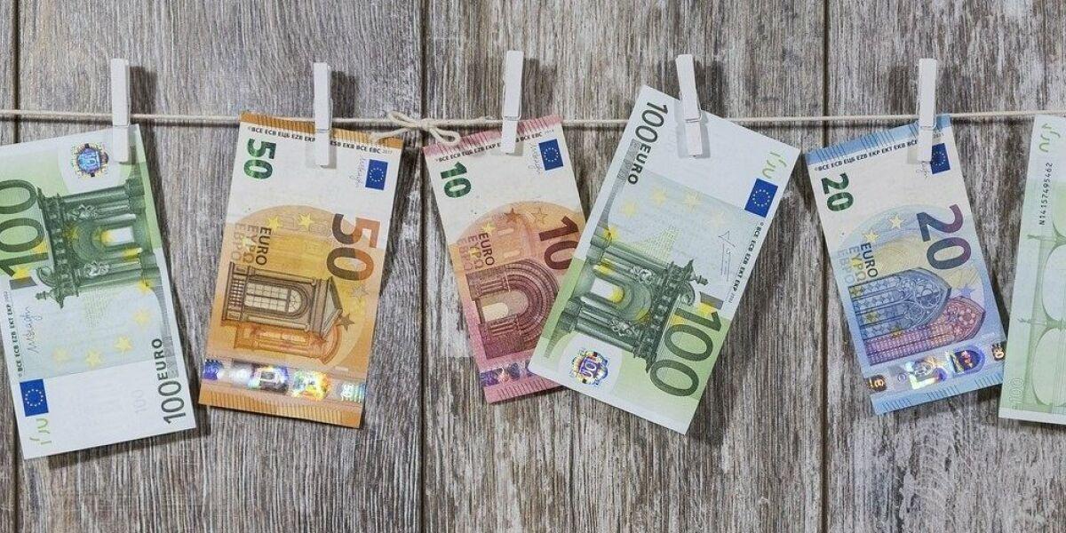 Euroscheine an der Wäscheleine