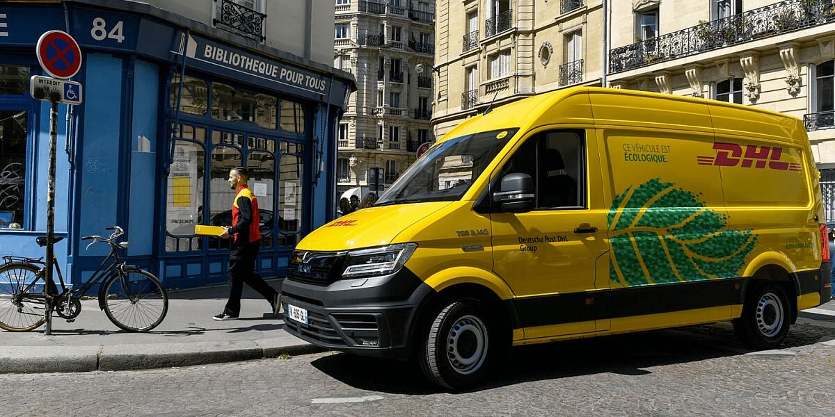 DHL Zustellfahrzeug in Frankreich