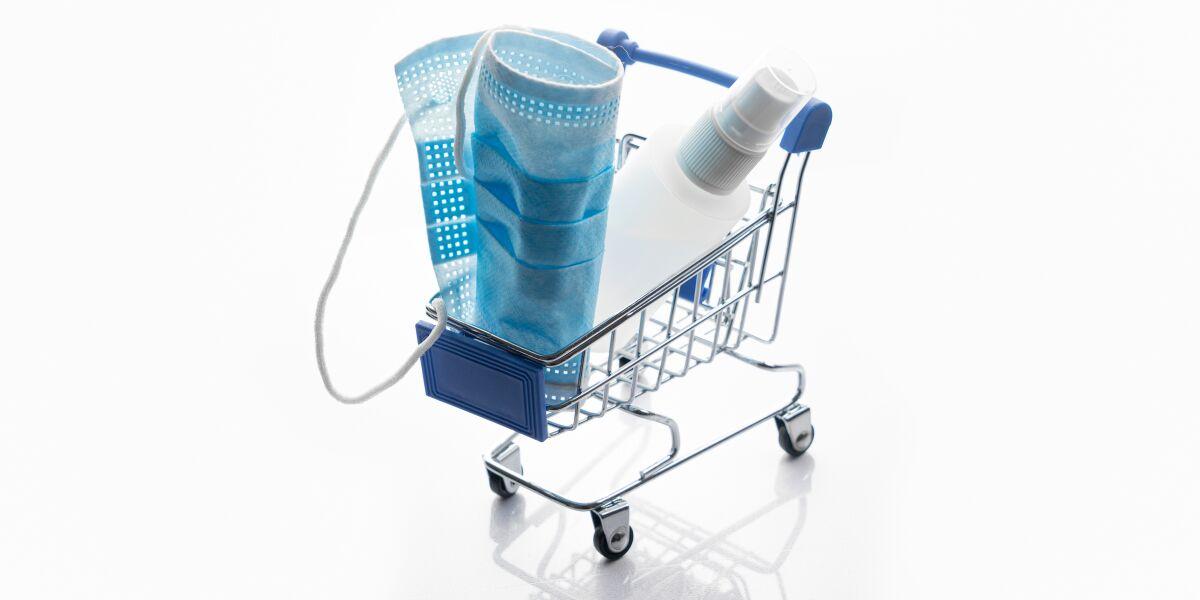Einkaufswagen mit Alltagsmaske
