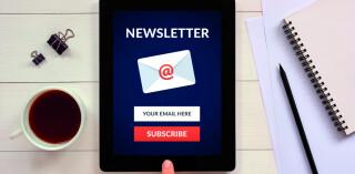 Newsletter-Anmeldung auf dem Tablet