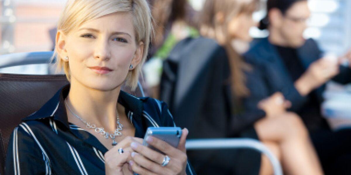 Neun Millionen Onliner surfen mobil (Foto: istock.com/nyul)