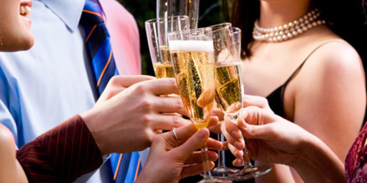 Mailen Sie uns Ihre Partybilder (Foto: Fotolia.com/pressmaster)