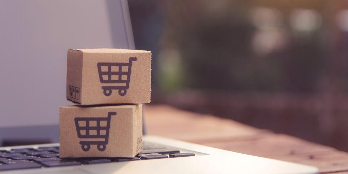 Online-Bestellung und Laptop