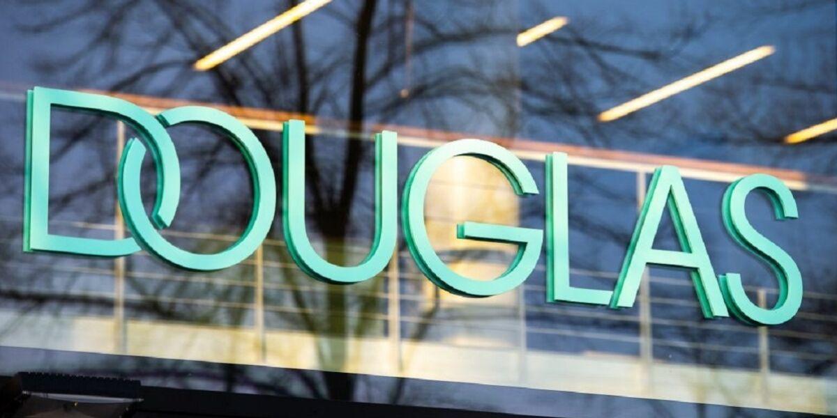 Douglas-Schriftzug