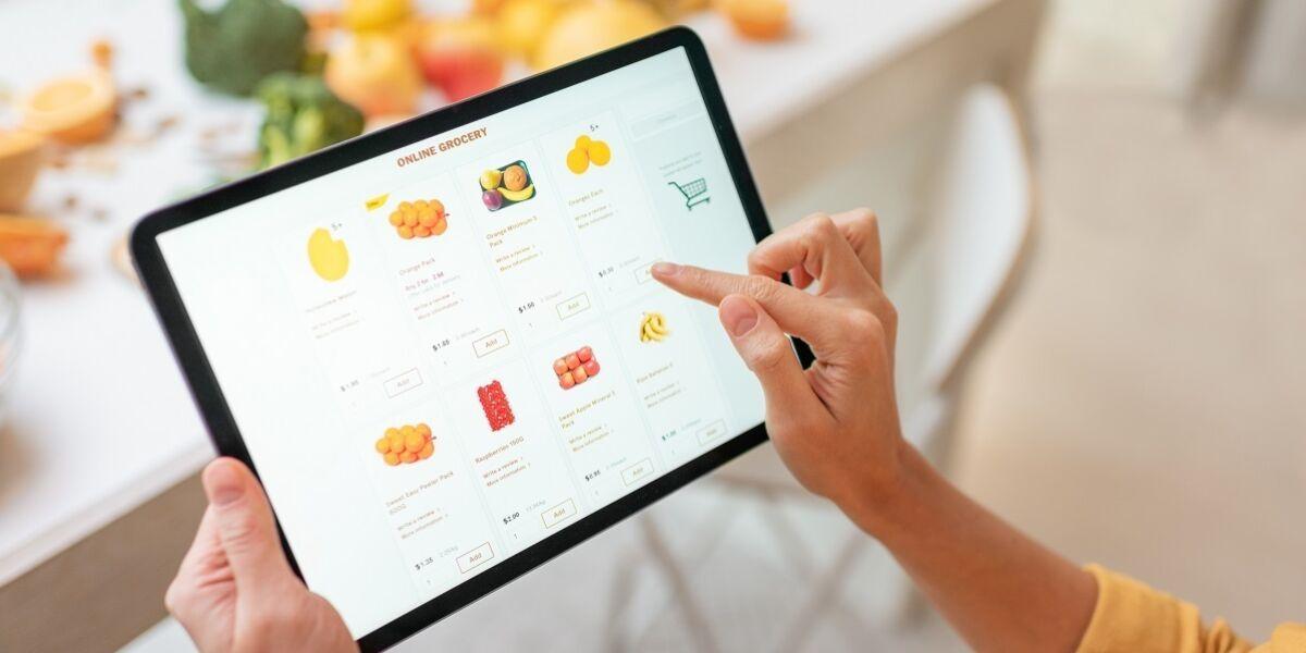 Online-Kauf mit Tablet