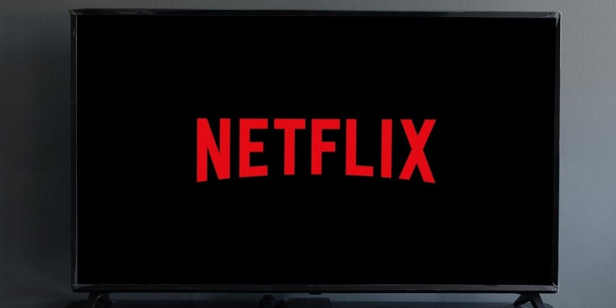 Netflix Logo auf TV-Gerät