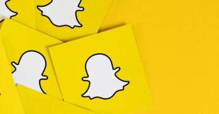 Snapchat-Logo auf gelbem Hintergrund
