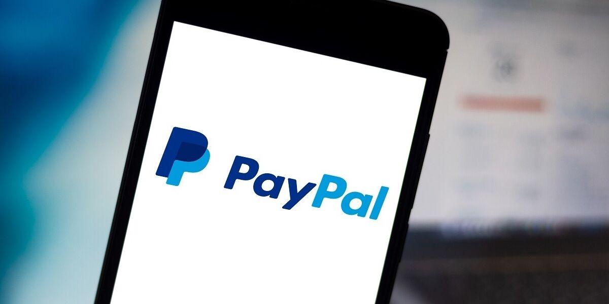 PayPal Logo auf Smartphone-Screen