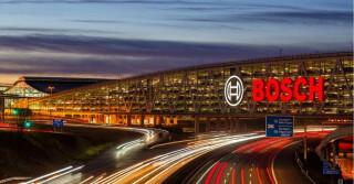 Bosch Parkhaus über Autobahn gebaut