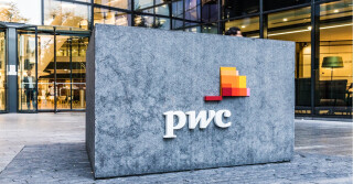 Pwc Gebäude Eingang mit Logo