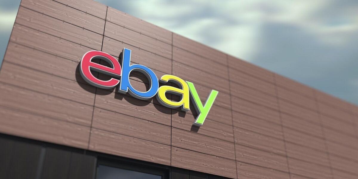 eBay-Logo an Gebäude