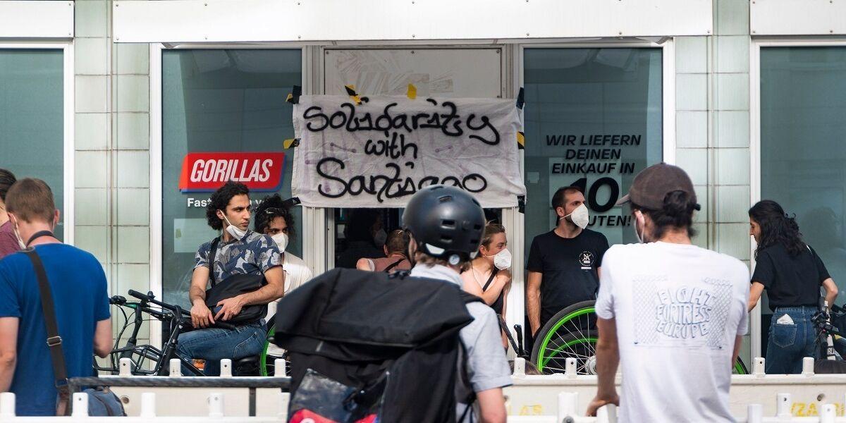 Gorillas Mitarbeiter streiken in Berlin