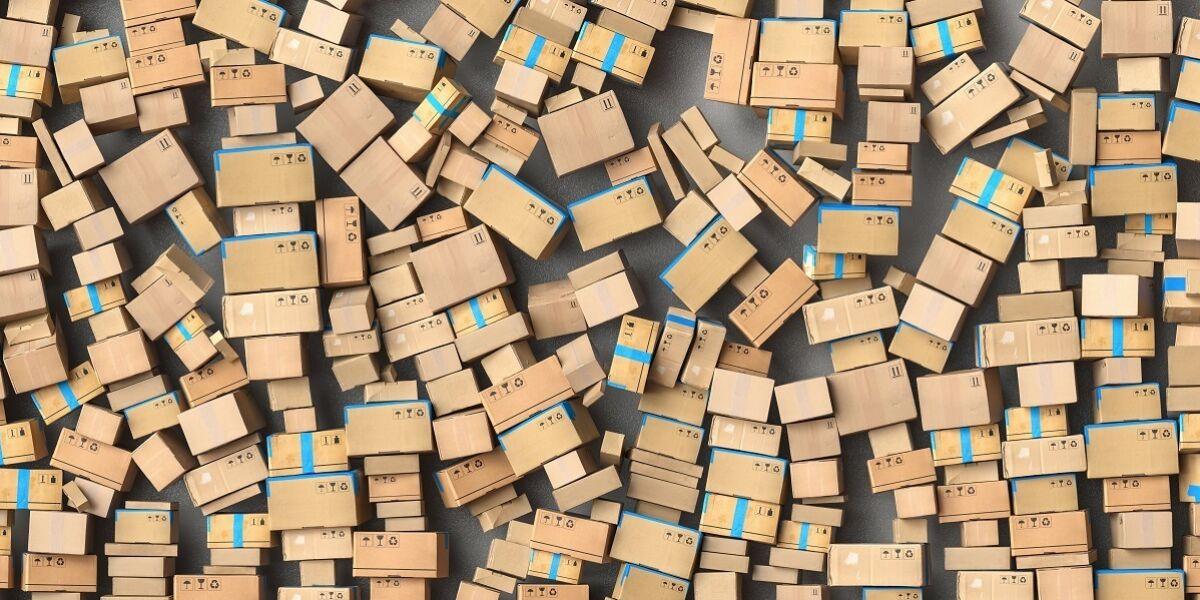 Viele verschiedengroße Pakete