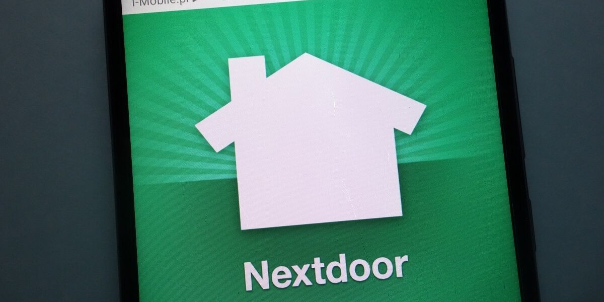 Nextdoor-Logo auf Smartphone