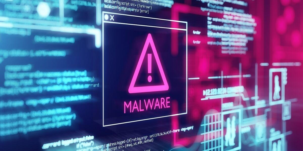 Computerbildschirm mit Programmcode-Warnung vor einem erkannten Malware-Skript