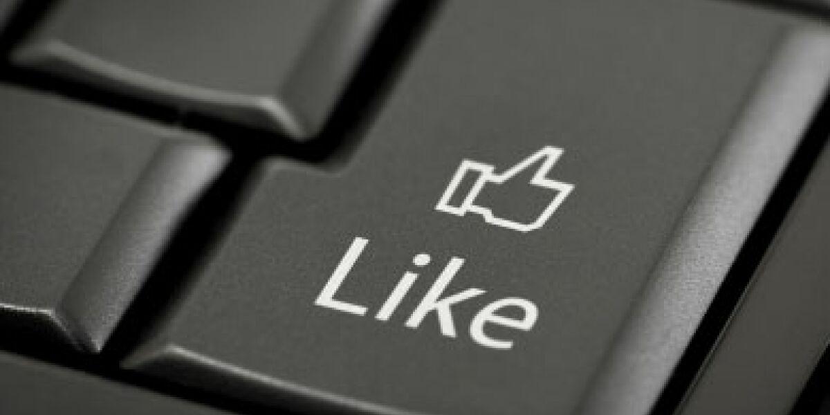 Zwei Klicks für Facebooks Gefällt-mir-Button (Foto: istockphoto.com/arakonyunus)
