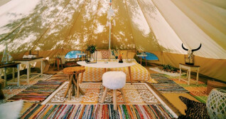 Großes Zelt mit großzügigem Interieur