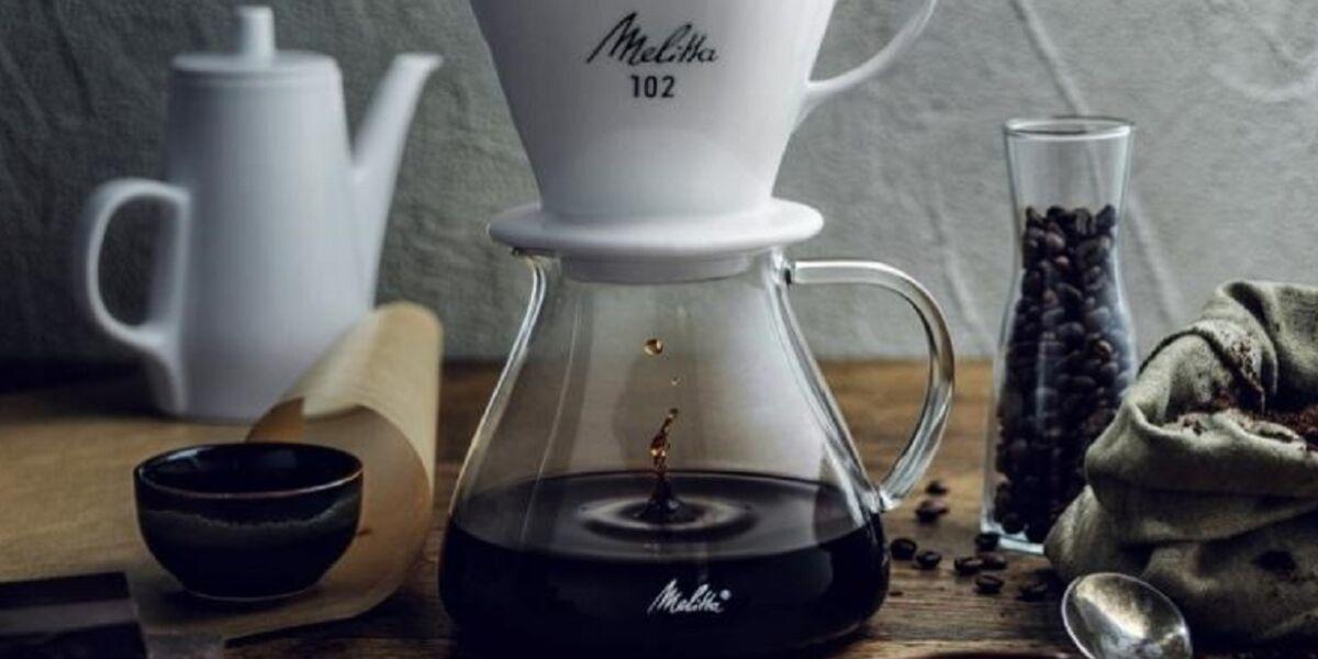 Kaffeekanne mit frisch aufgebühtem Kaffee