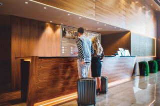 Transparente Displays, wie hier von LG für Hotels konzipiert, kommen in den nächsten Jahren auf den Markt