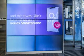 Telefónica Deutschland setzt Digital Signage für gezielte Werbeangebote sowohl auf Außen-Displays als auch in den Shops ein