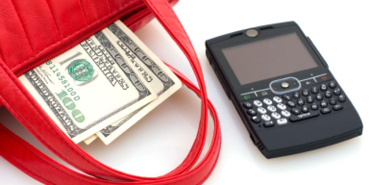 Drei Viertel der Smartphone-Besitzer recherchieren vor dem Kauf übers Handy (Foto: istockphoto.com/PhotonStock)