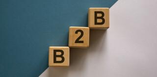 Holzblöcke mit Buchstaben B2B