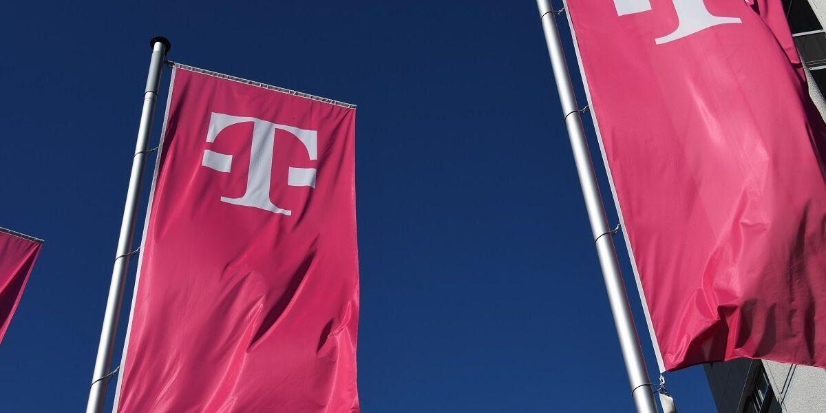 Flaggen mit Telekom Logo