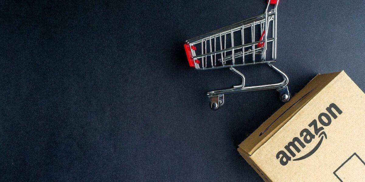 Amazon Prime Paket und Einkaufswagen