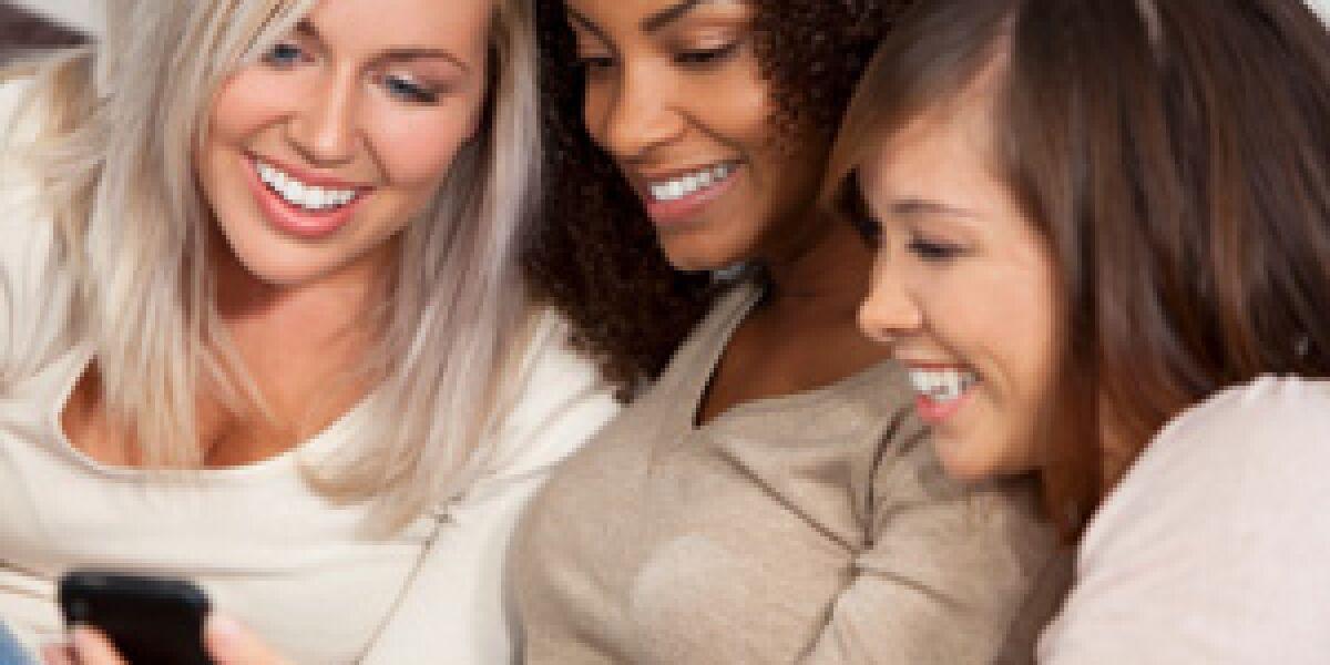 Besonders junge Frauen surfen gerne mobil